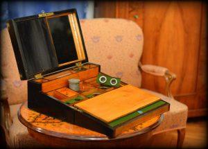 image of János Erdélyi's travelling box, open
